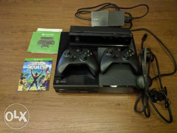 xbox one console with kinect and 2 games