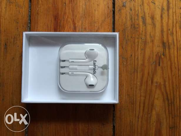 Apple EarPods with Remote and Mic القرية الفرعونية -  1