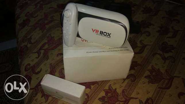VR Box v2 With Bluetooth Remote New