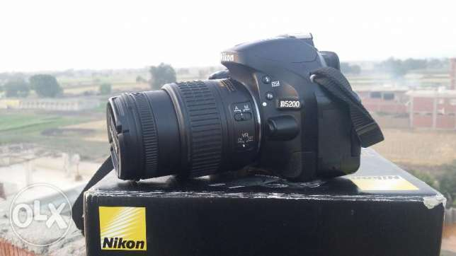 Nikon d5200 + 18.55 vr2 . shutter 8k only . like new