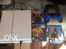 ps4 white edition 500GB with 3 cds and 3 controllers as new
