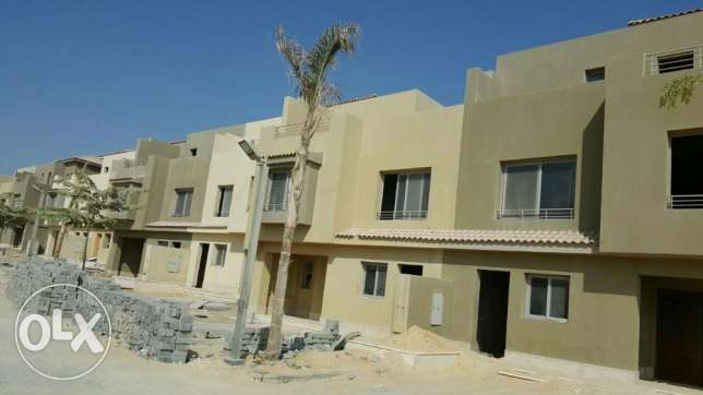 Town house middle in golf views prime location with installments 6 أكتوبر -  1