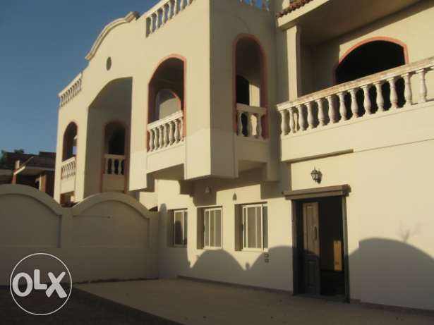 Half villa in Mubarak 7, last line. Land 250 sqm, 2 floors.
