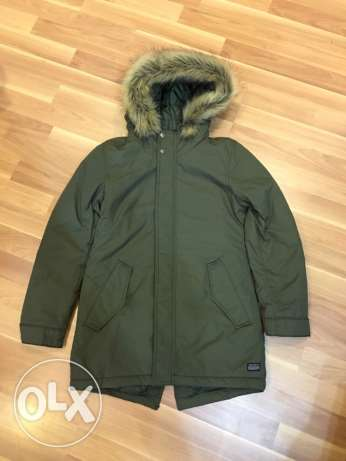 new zara coat for kids 11-12 year may fit smaller never used. الشيخ زايد -  2