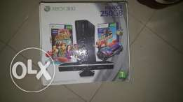 Xbox 360 s 250 gb balkartoona we elkablat elaslya we dra3een w kinect.