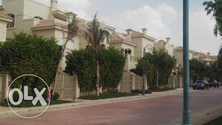 villa tween for sale in patio El Sherouk 1 وسط القاهرة -  5