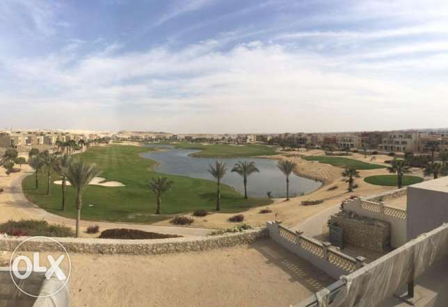 Second row golf villa in Golf Views with installments