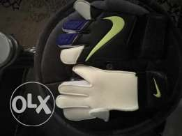 Nike goalkeeper gloves جاونتي حارس مرمى قفاز