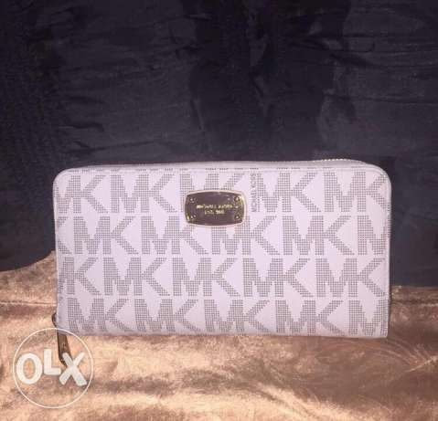 Michael kors wallet from Dubai