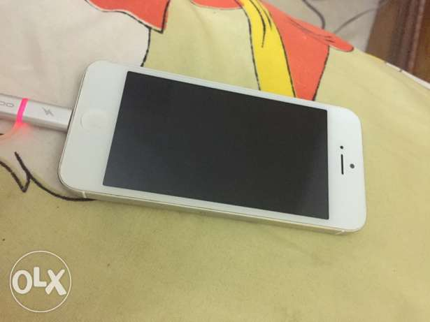 iphone 5 32gb للبيع فقط