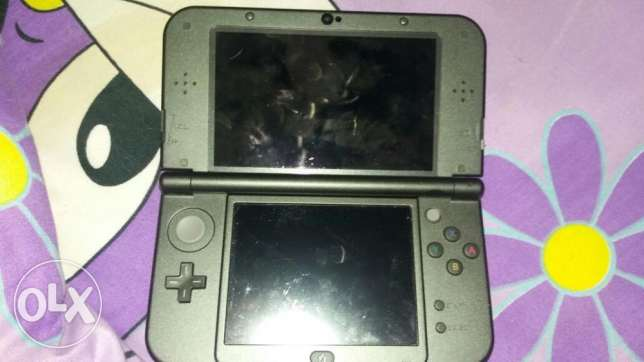 New 3DS XL (Black) with 32gb memory card and charger and 2 games