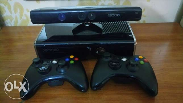 Used Xbox 360 like new + 2 wireless Joystick + Kinect.