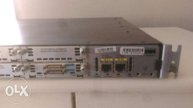 Cisco 2811 Integrated Services Router + Wic 2T
