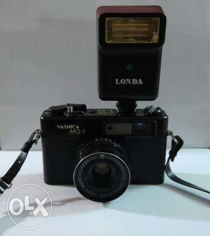 Yashica MG-1 / Yashinon 45mm 1:2:8 lens + flash londa