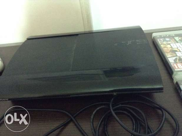 PS3 Super Slim 500GB & 10 CDs with peripherals