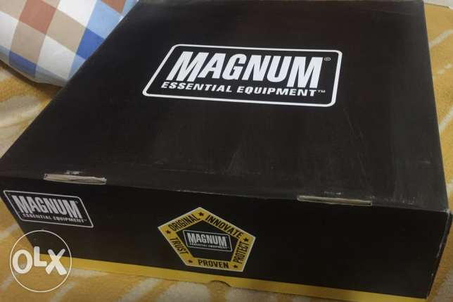 magnum shoes original ( new )