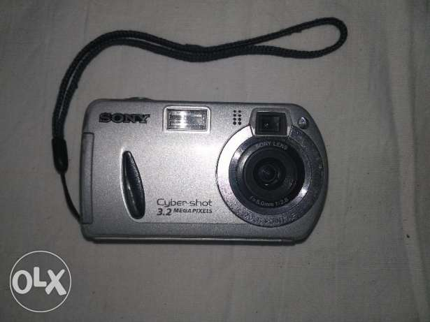 Sony DSCP32 Cybershot 3.2MP Digital Camera