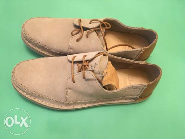 Original clarks shoes with and serial code for sale for 1800 LE