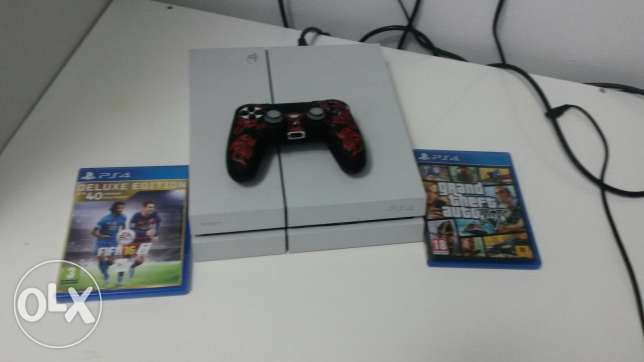 Ps4 500 gb White + Fifa 16 + Gta V and one controller only