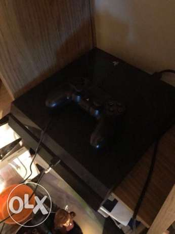 PS4, perfect condition rarely used 1TB