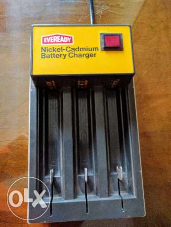 Battery Charger. شاحن بطاريات.