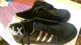 Black and gold shoes 38