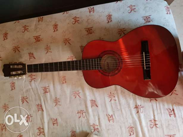 3/4 acoustic guitar + case