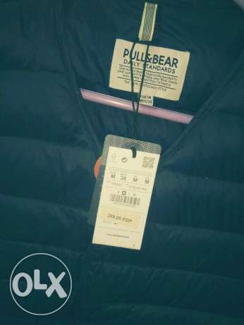VisT Cut ' Pull and Bear الزيتون -  3