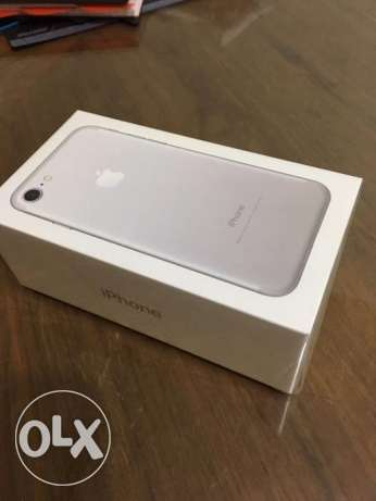 Iphone 7 silver 32gb sealed with face time المعادي -  1