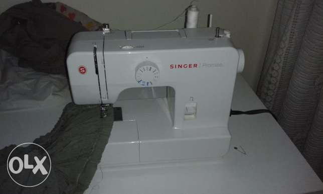 Singer Sewing Maching - slightly used