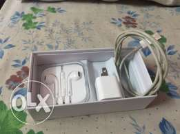 iphone 5s like new with box and charger and headphone all original