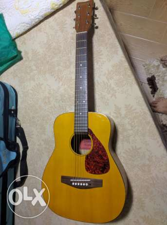 Yamaha Acoustic guitar(medium size) جبتار ياماها حجم متوسط
