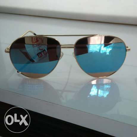 new dior sunglasses for sale with its origunal box and case