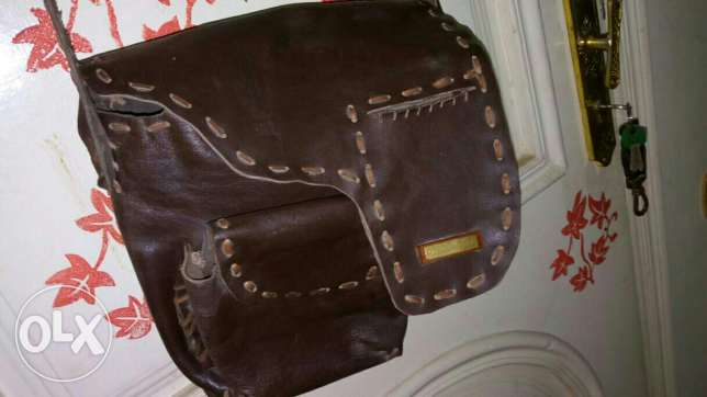 The handbag is a genuine leather handbag, which is excellent for men,