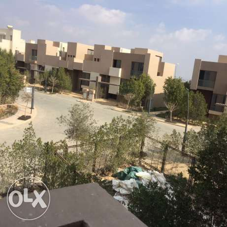 Corner townhouse for sale in allegria Beverly Hills الشيخ زايد -  2