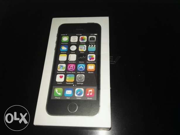 I phone 5 s 16 G.B Black( new )(not touched)( closed )