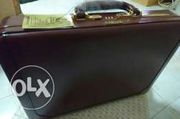 Presto briefcase Burgundy gold plated