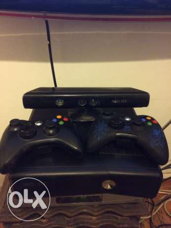 x box 360 500 Gega with 2 controllers Kinect 30 games loaded