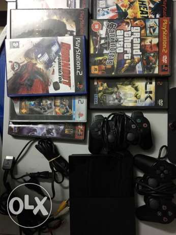 Original PlayStation 2 + 8 Original CD's + 2 Original Sony joysticks