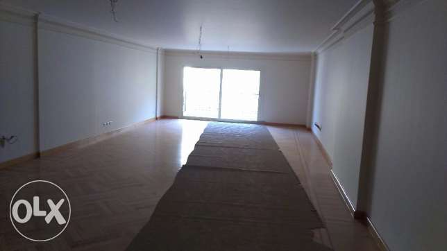 A perfect un furnished first hand apartment 200m open view for rent