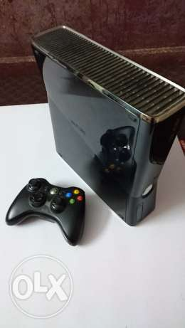 xbox 360 slim 250GB with one controller and 100+ games
