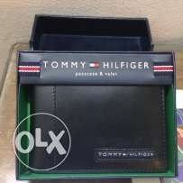 Tommy Hilfiger Men's Leather Cambridge Passcase Wallet