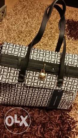 tommy bag black/white available now new on sale
