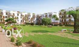 Resale apartment in biverly hills court yard