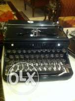 Antique Royal Typewriter - Quiet De Luxe - with Black Case