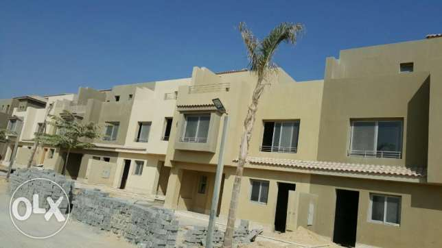 Middle Town House in golf views second row golf with installments 6 أكتوبر -  1