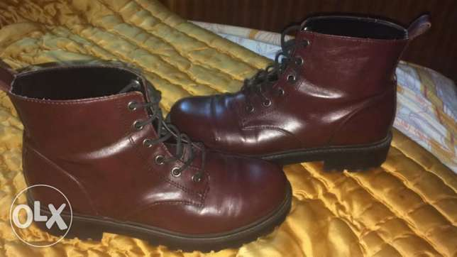 Timber land Dark Red. Size 39,40. Used only 2 times From swiss