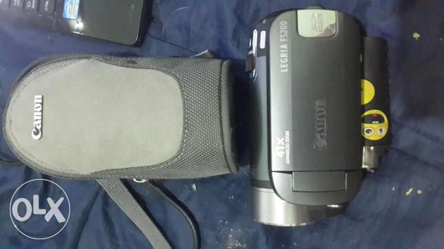 Canon legria fs200 with all its cond.