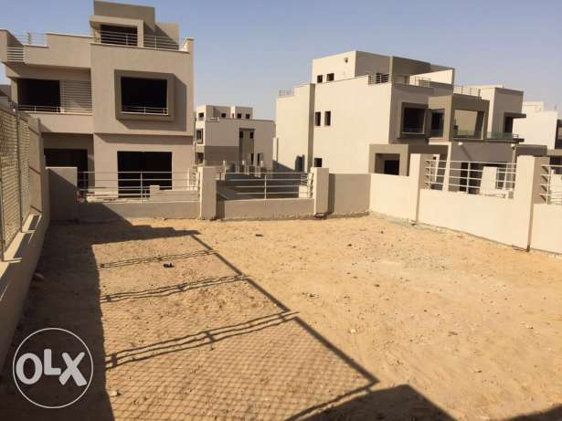 Corner Townhouse in Palm Hills Kattameya PK2 العبور -  2