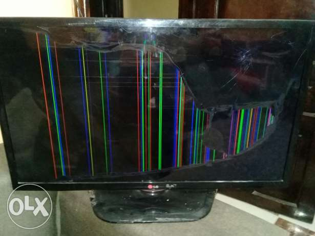 Tv LG LED 32 inch cracked مكسور